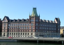 Tryckerigatan 8, Inom tull (Stockholm)