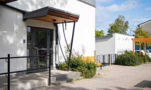 Hjalmarbergmansväg 50, Väster