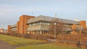 Terminalgatan 7, Hamnen
