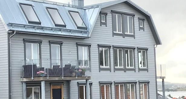 fasad och lite hav mindre storlek.jpg