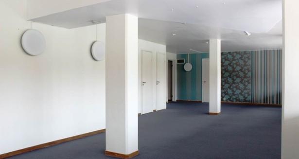 Kontor 1 tr upp med filtmatta.