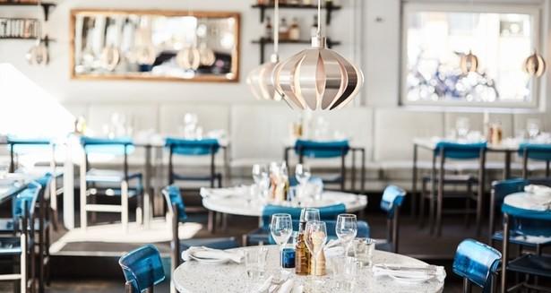 Besök en av de trevliga restaurangerna i området.