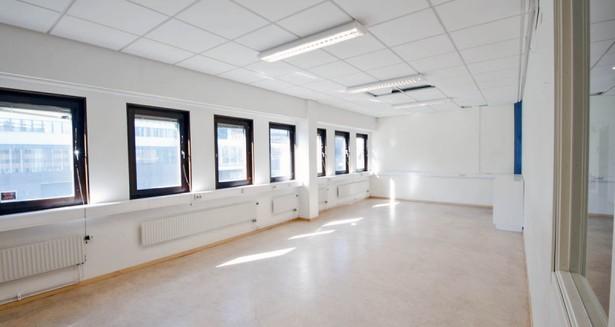 Ett av de större rummen, med gott om ljusinsläpp