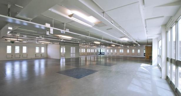 Den norra delen av lokalen med ett av kontors-/konferensrummen till vänster