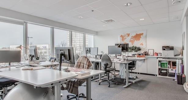 Ett stort arbetsrum