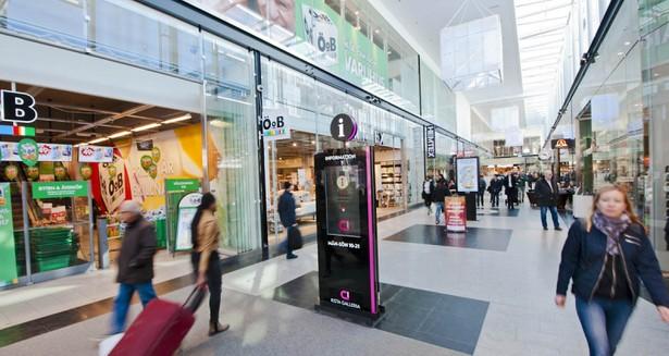 Kista Galleria ligger 100 meter från fastigheten och erbjuder all tänkbar service