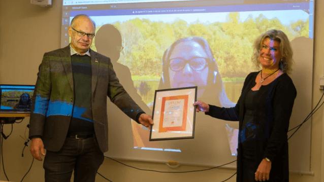 Jonas Sundström kommunstyrelsens ordförande och Anna Sundbom vd Tillväxt Lidköping. Bild: Lidköpring kommun