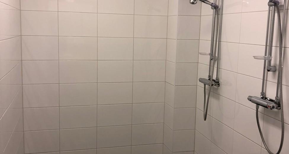 42 duschutrymme 3 duschar.jpeg