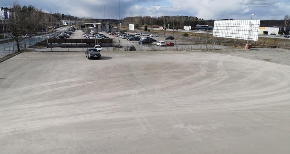 Empty_ground towards_vw parking.jpg