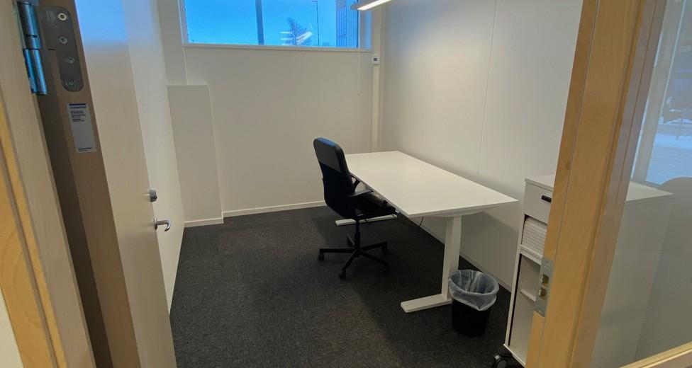 Entre till kontor i österläge