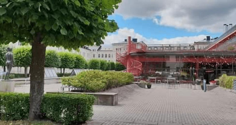 Stora områden på Garnisonen med restauranger mm.