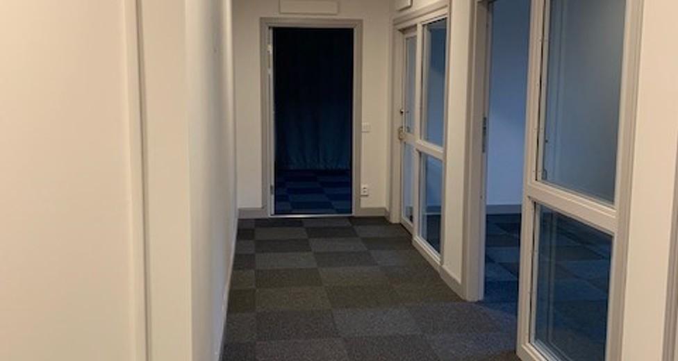 Kontor, korridor vänster.jpg