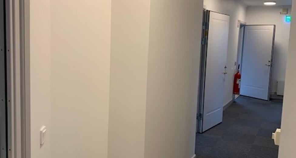 Kntor, korridor, höger.jpg
