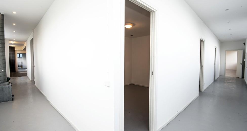 I lokalens inre delar finns gott om förrådsrum
