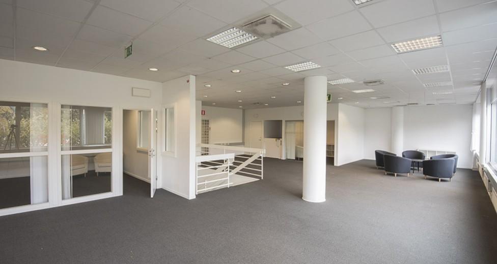På övervåningen finns även flera kontors-/mötesrum