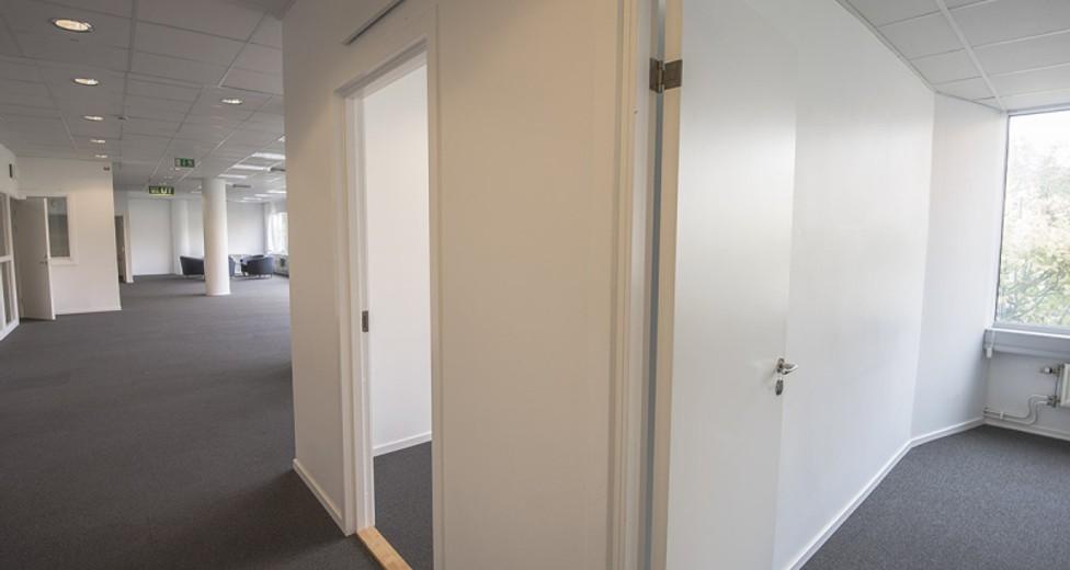 De två kontorsrummen med utsikt över Stortorget ligger i anslutning till den stora öppna ytan