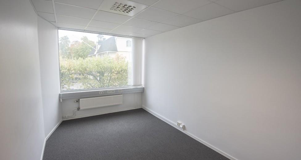 Ett av de två mindre kontorsrummen med utsikt över Stortorget