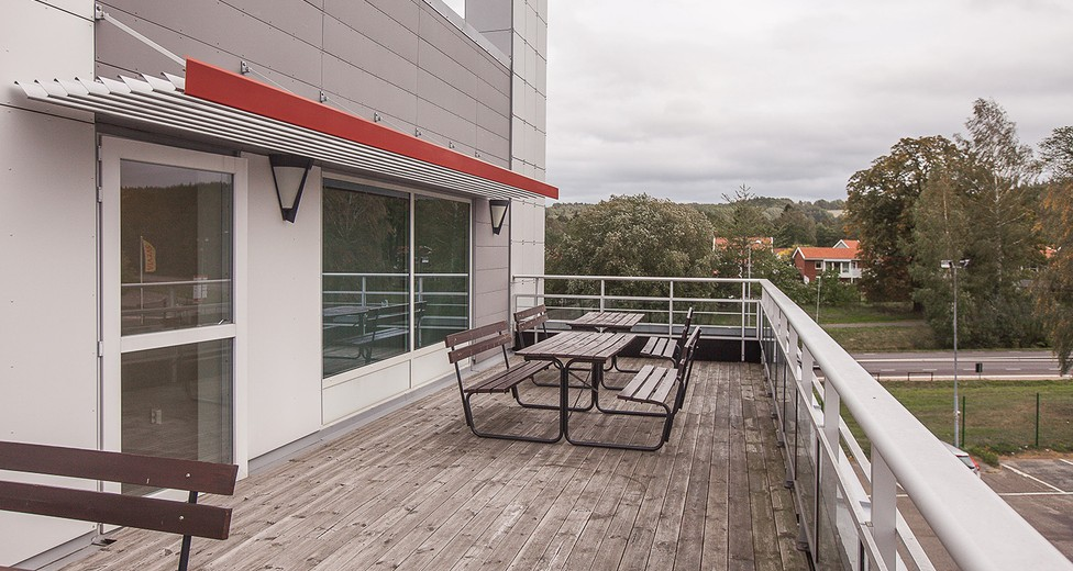 Stork terrass med träpanel