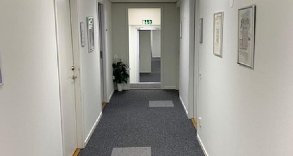 Möllersvärdgatan 12 Kontorshotell korridor.jpg