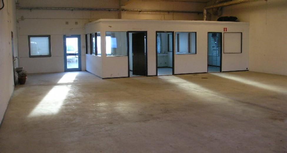 2005-12-13_Lokal M, Stenyxeg. 21 _1_Lager med lagerkontor.JPG